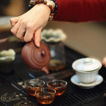 Почему китайцы используют миниатюрную посуду для чаепития?